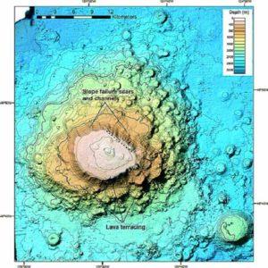 Батиметрическое карта подводной горы Cobb, показывающий хорошо развитые, ступенчатую лавовые террасы, и кратероподобную морфологии конуса.