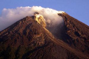 Мерапи - cамый активный вулкан на острове Ява.
