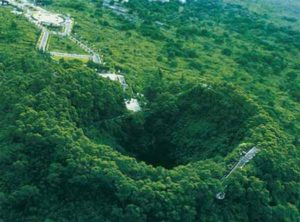 """Вулкан Хайнань Дао (пирокластический конус). Координаты: 19.70N 1942'0""""N; 110.10E 1106'0""""E Последнее извержение 1933 год."""